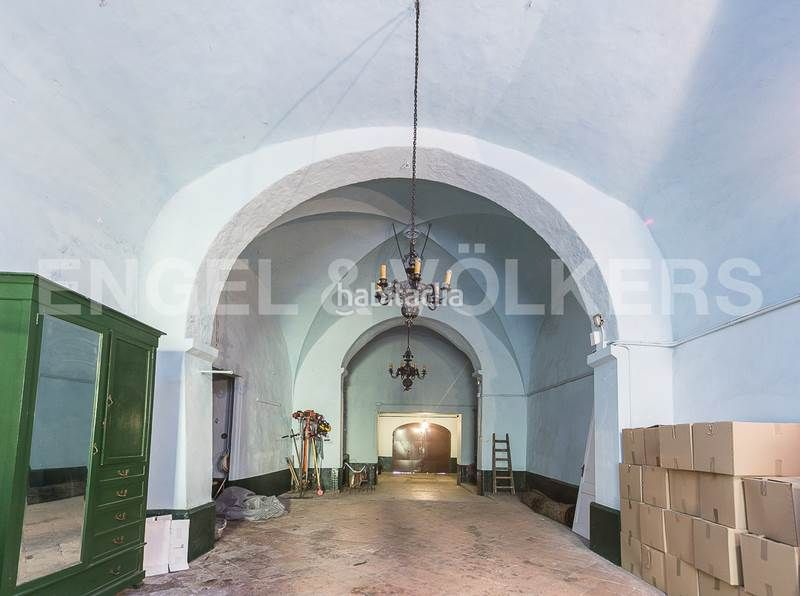 Capilla. Rent house with heating parking in Canovelles