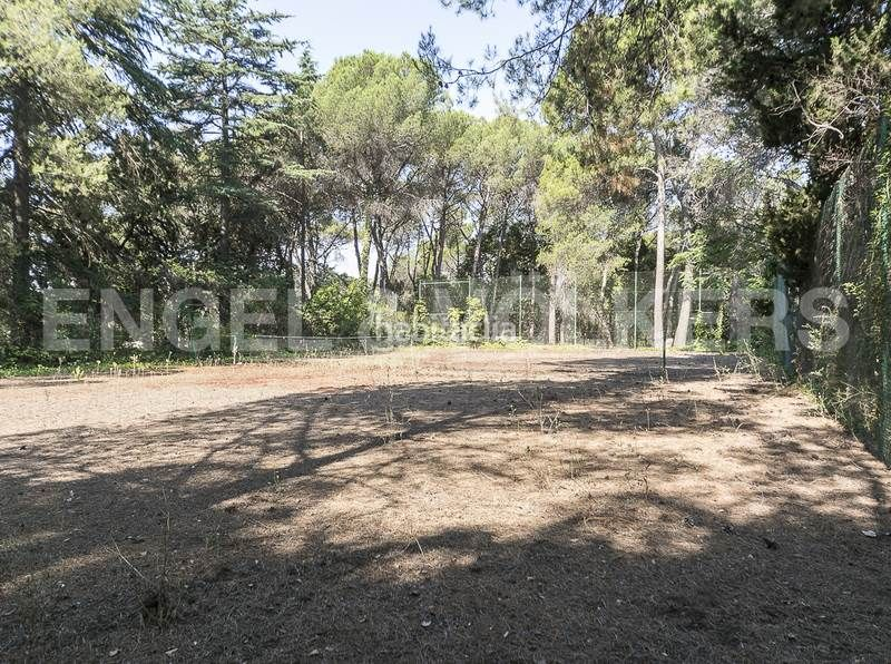 Pista de tenis. Rent house with heating parking in Canovelles