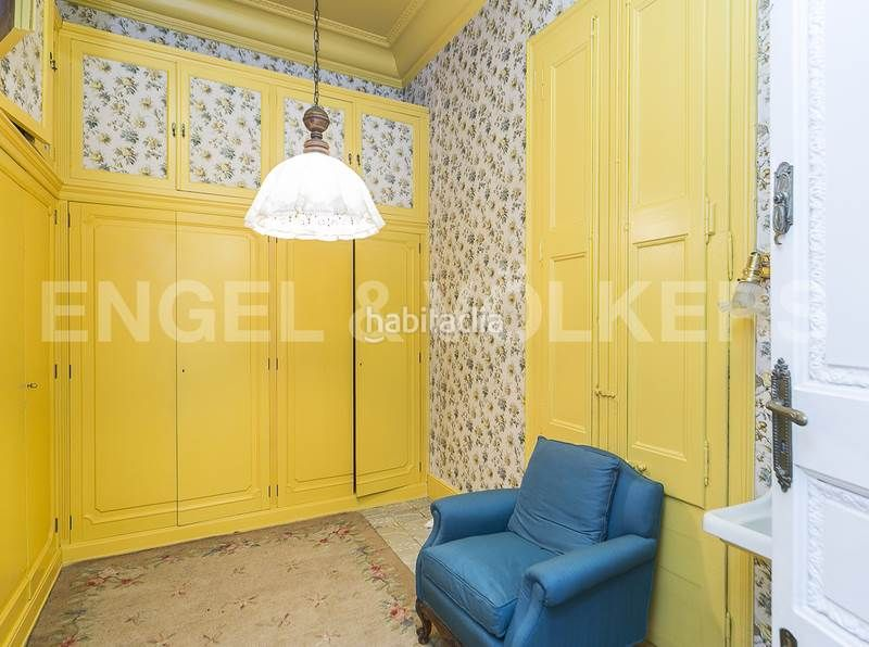 Vestidor. Rent house with heating parking in Canovelles