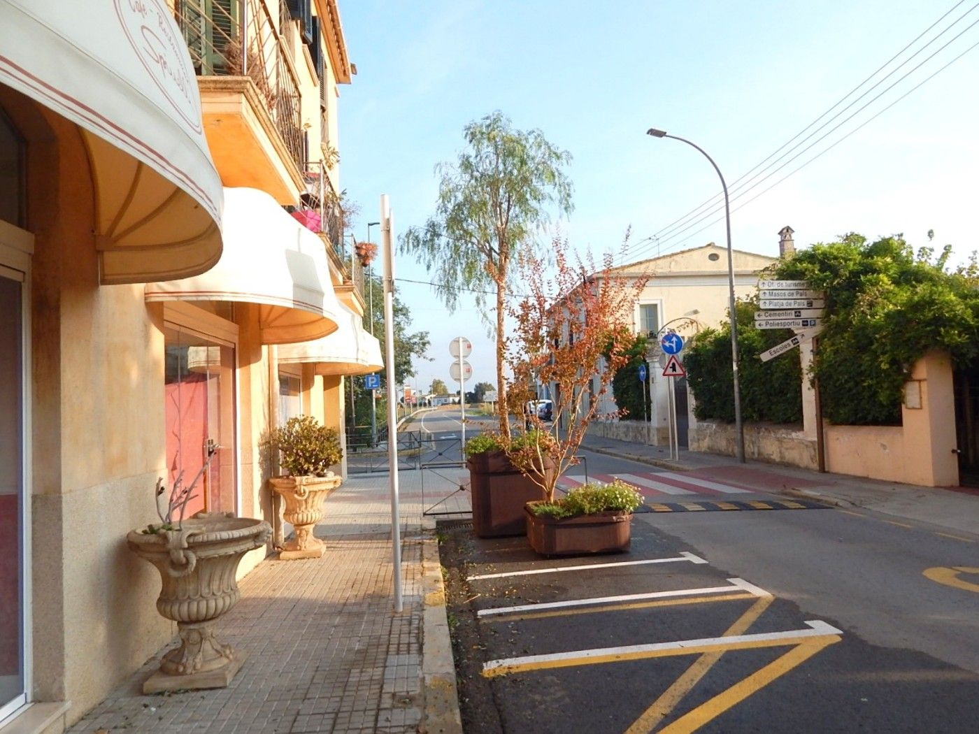 Local Comercial  Carrer enginyer algarra. Local comercial en el centro