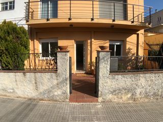 Rent Ground floor  Carrer doctor fleming. Reformado con terraza