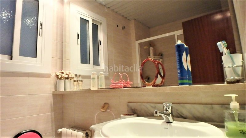 Baño. Flat with heating in Bufalà Badalona