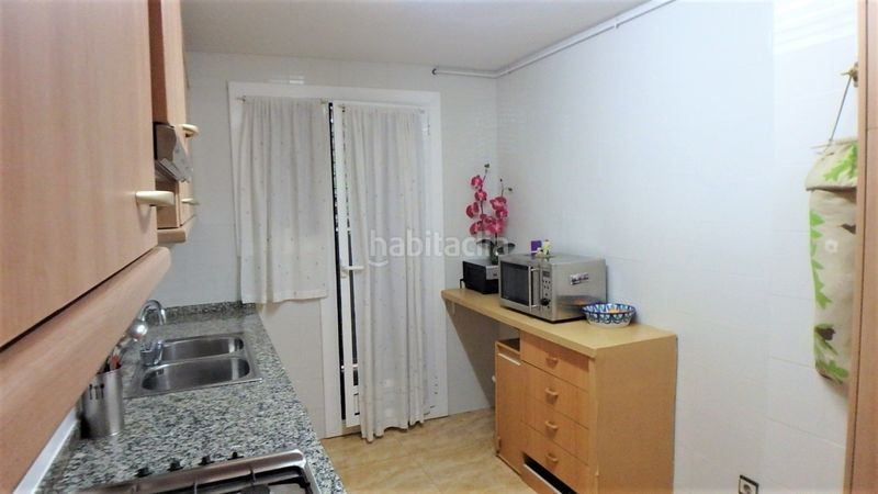 Cocina tipo office. Flat with heating in Bufalà Badalona
