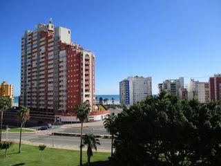 Piccolo appartamento  Finales de san antonio principios del racó i. Vistas al mar piscina y garaje