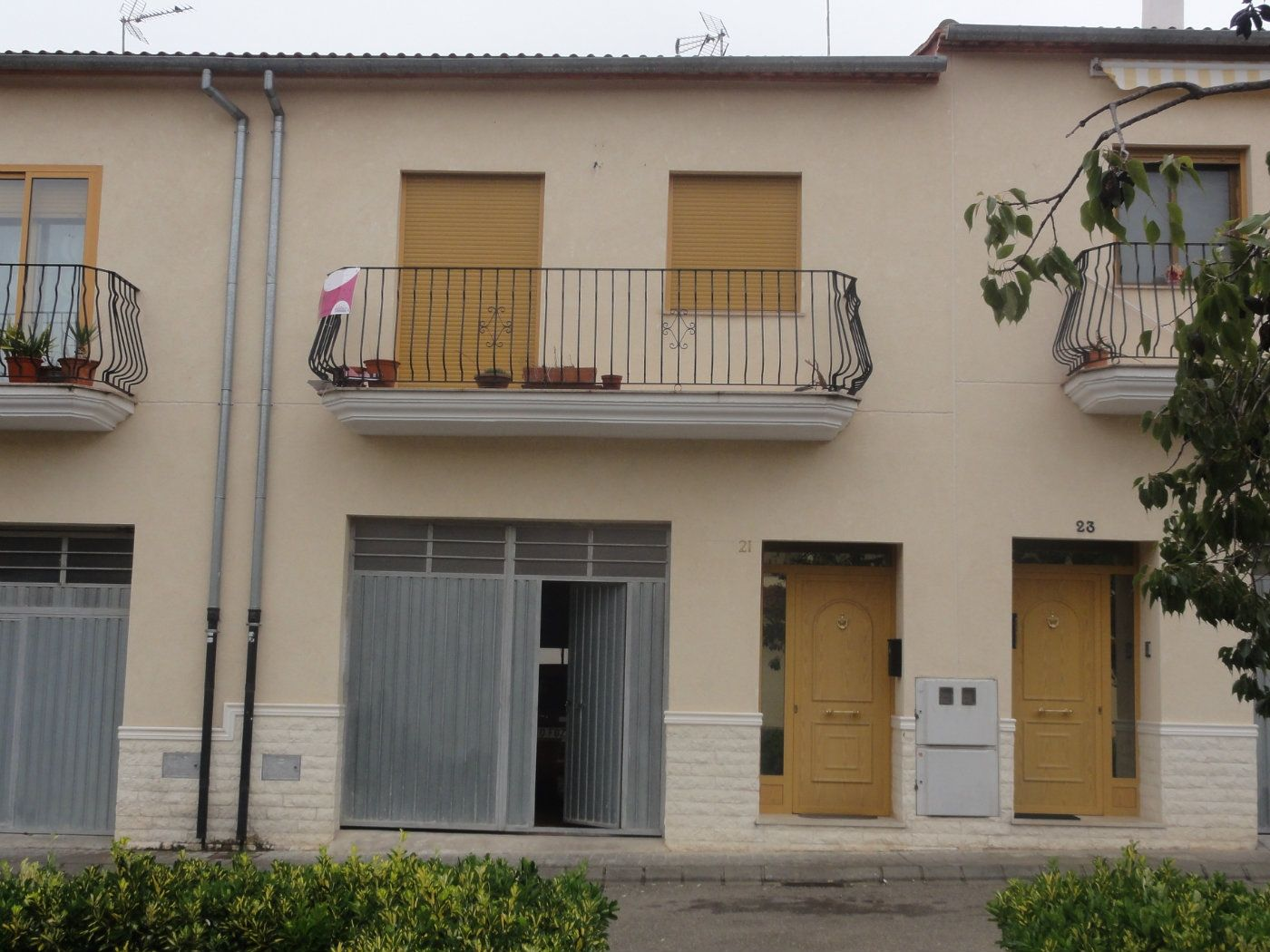 Semi detached house in Plaza mayor, 5. Adosado calidad moderno