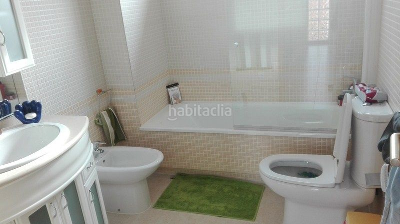 Cuarto de baño completo. Semi detached house in calle fortaleny in La Vega-Marenyet Cullera