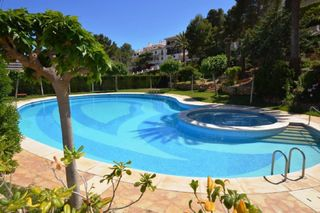 Semi detached house  Calle punta blanca acces-a. Con piscina comunitaria y garaje