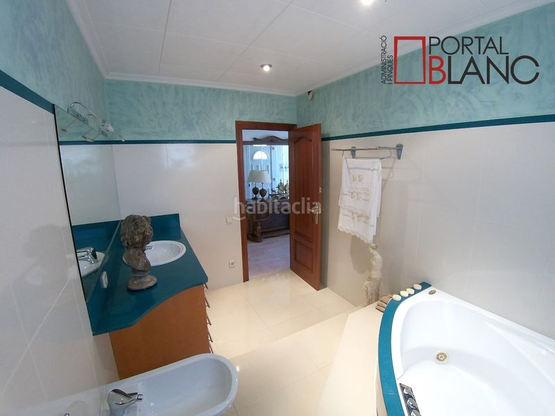 Baño con hidromasaje planta superior. House with fireplace heating parking pool in Ametlla del Vallès (L´)