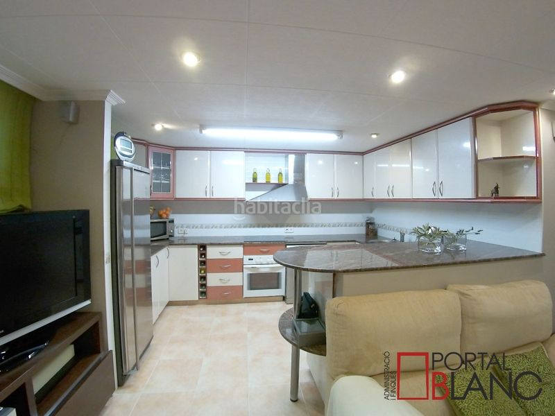 Cocina. House with fireplace heating parking pool in Ametlla del Vallès (L´)