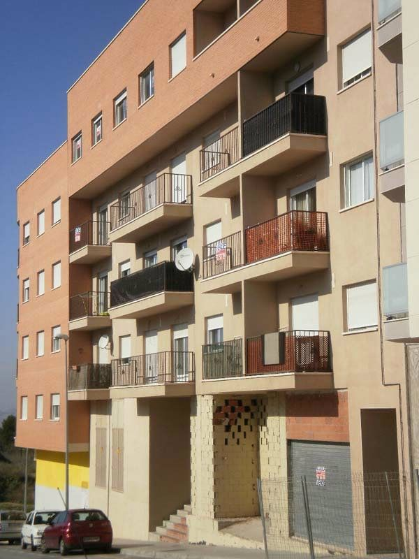 Locale commerciale in Calle alcañiz, 1. Local de 380 m2 dividible en 3