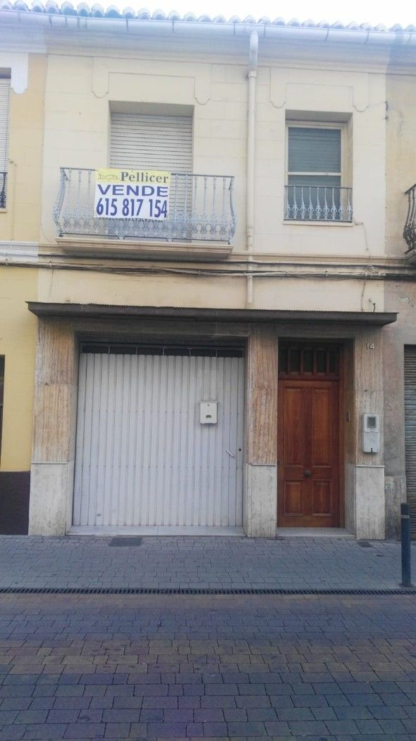 House in Calle 25 D´abril, 14