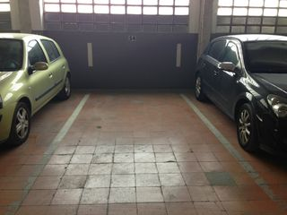 Rent Car parking in Carrer mendez nuñez, 43. Aparcament entre linees