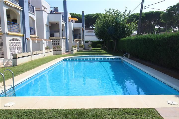 Ground floor in Carrer pi i margall, 11. Apartamento cerca de la playa