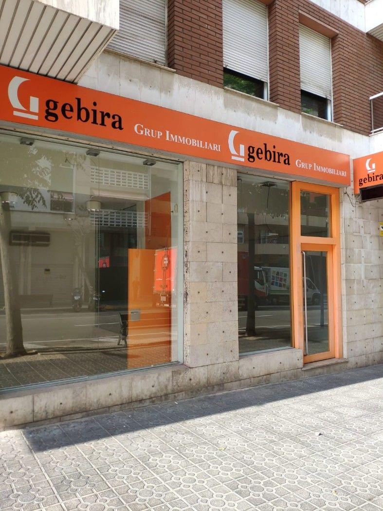 Business premise in Avinguda Ramon I Cajal, 76