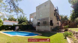 Chalet  Urbanización consolidada. Chalet con jardín y piscina
