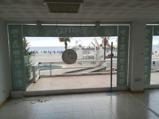 Alquiler Local Comercial  Avda europa. Local 1ª linea playa levante