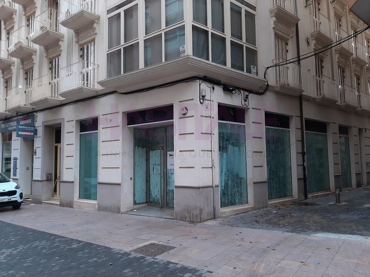 Rent Business premise  Centro. Con escaparates y esquinero