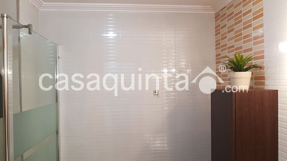 Rent Apartment in Calle mercat (del), 46. Piso  en la playa