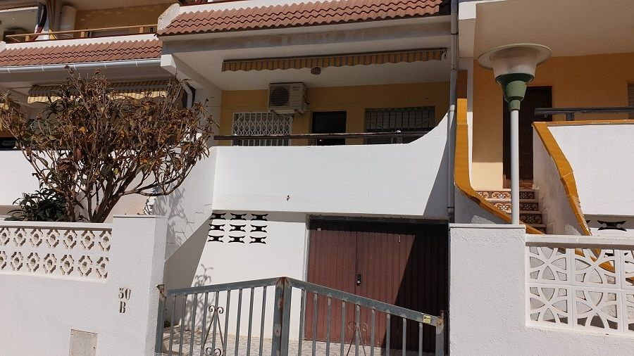 Semi detached house in Avenida cataluña, 3. Ocasion adosado