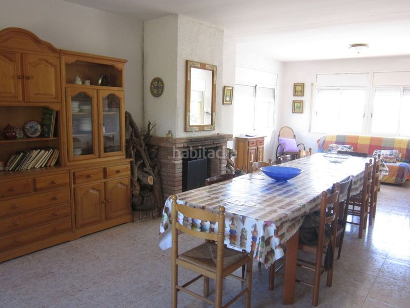 salón-comedor. Country house with fireplace parking in Valls
