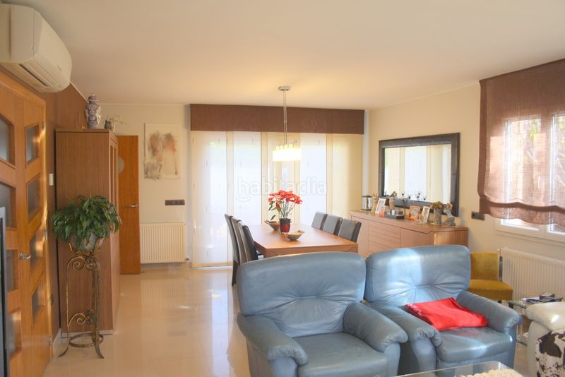 COMEDOR CON SALIDA A JARDÍN. House with heating parking pool in Els Grecs-Mas Oliva Roses