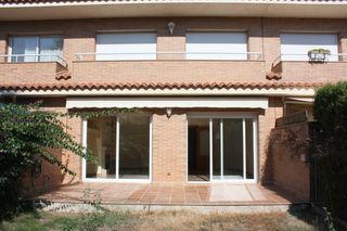 Rent Semi detached house  Carrer can ripoll. Casa cerca de la playa