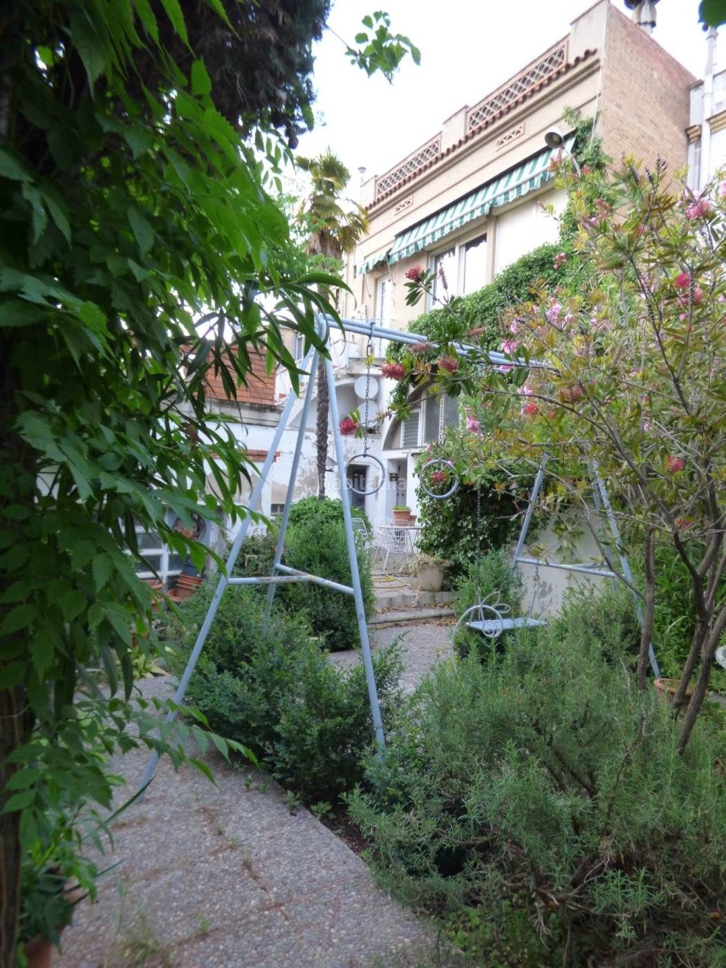 House in Poble Sec. Super oportunidad casa con jardin en poble sec ¡por solo 189.000