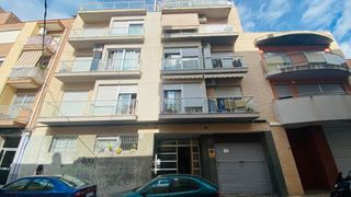 Rent Flat  Calle del pou. Piso y parking