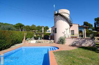 Chalet in Estartit. Casa en venta con piscina privada a 4 kms del centro urbano y de