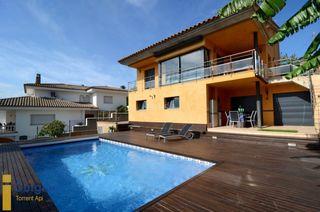Chalet en Escala (L´). Casa en venta con piscina privada en l'escala