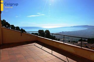 Casa a schiera in Estartit. Moderna casa en venta con garaje, piscina privada y vistas al ma