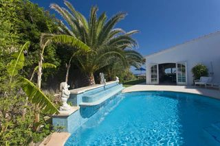 Holiday lettings Chalet  Cami de sa platja. Luxurious sea front villa