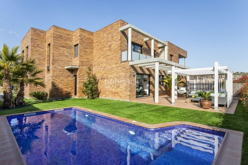 Viviendas con jardín y piscina particular Conjunto Residencial Abrera