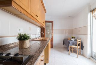 Location Appartement à Calle rey don jaime, 18. Vivienda buen estado con 4 hab.