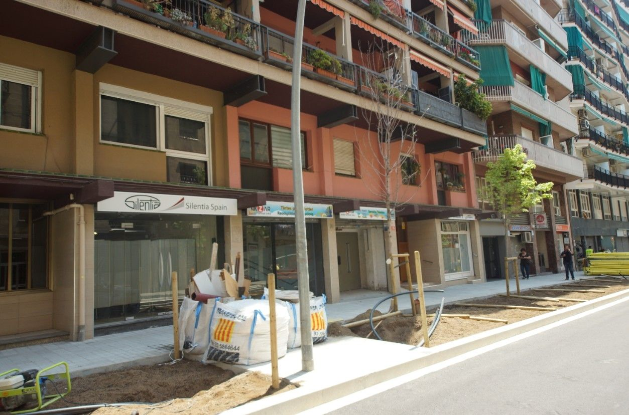 Lloguer Local Comercial en Carrer benavent, 10. Al lado del camp nou