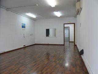 Alquiler Local Comercial en Carrer salmeron, 250. Local en tres plantas