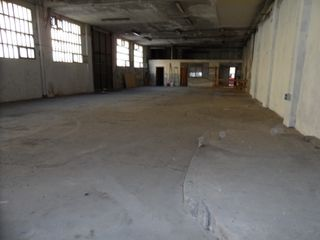 Lloguer Local industrial  Carrer guillem muntanyans. Nave industrial 300m2