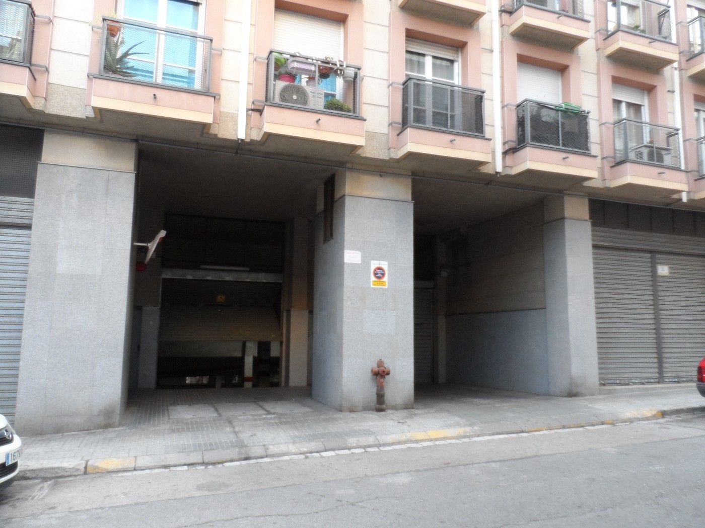 Alquiler Parking coche en Carrer santiago rusiñol, 5. Plaza parking cementiri vell
