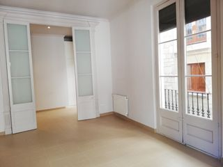 Appartement  Barri vell-zona rambla. De 120m2, impecable