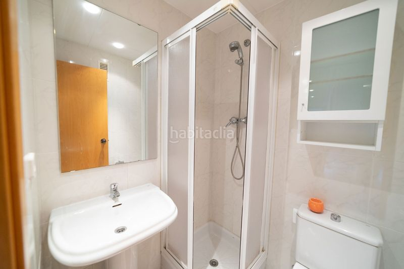 Baño 2. Flat with heating pool in Palau Girona