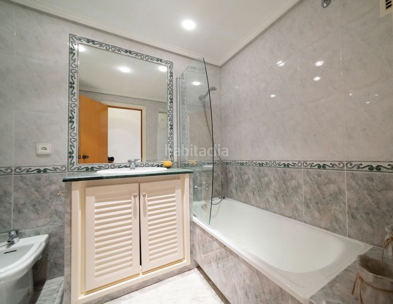 Baño. Flat with heating pool in Palau Girona