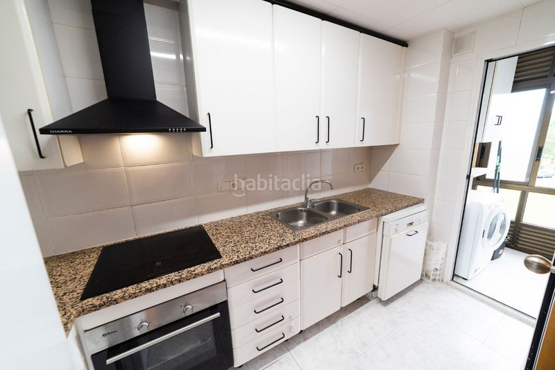 Cocina. Flat with heating pool in Palau Girona