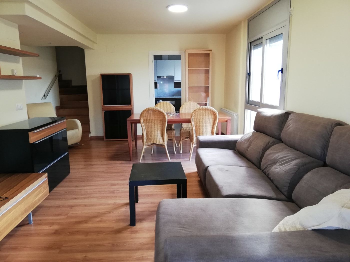 Rent Flat in Montilivi. De 4 hab, con pk incluido