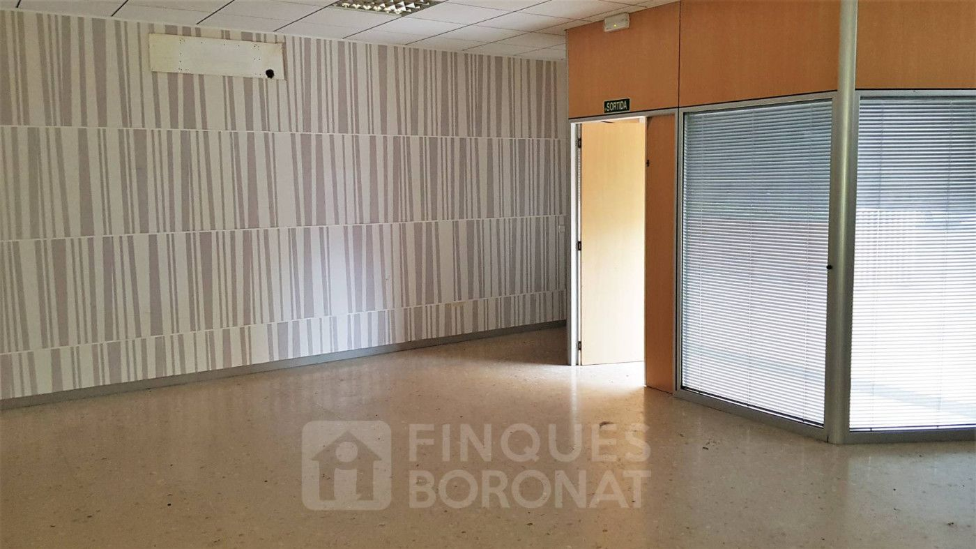 Local Comercial en Carrer Blanca D´anjou, 11