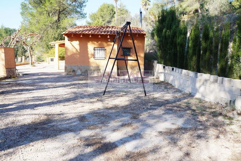 FACHADA. Chalet with fireplace heating in Xàtiva
