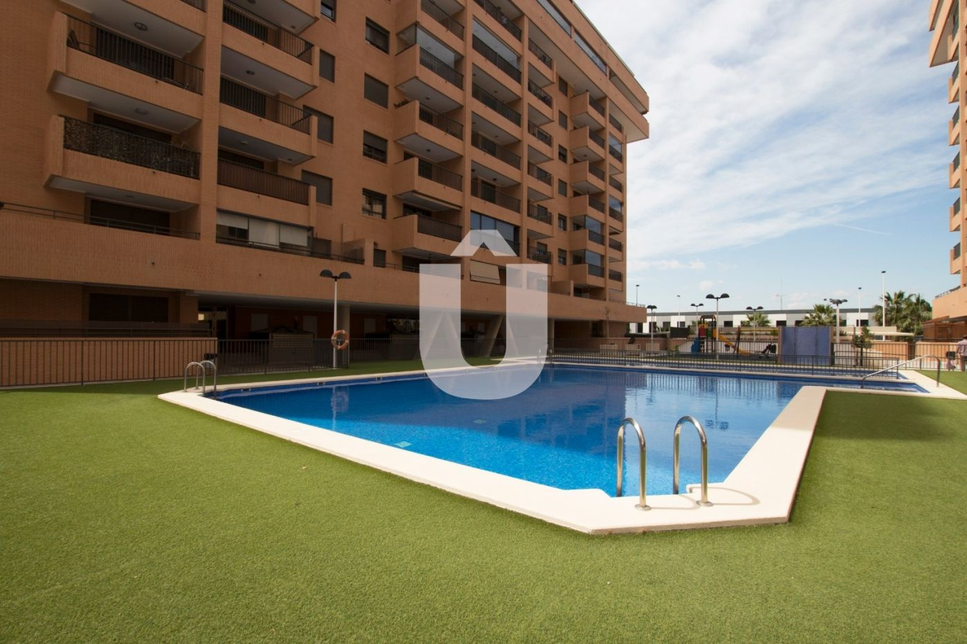 Location Appartement  Paseo sierra de espadán. Piso con ascensor, parking, piscina, aire acondicionado y vistas