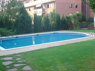 Rent Ground floor in Carrer josep carner, 16. Planta baja con amplia terraza