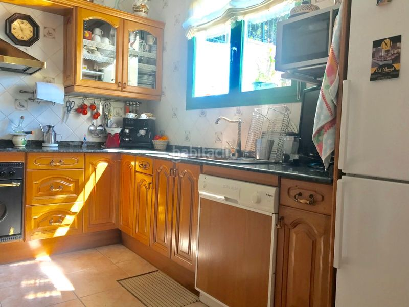 Cocina tipo office. Chalet with fireplace heating parking pool in Molins de Rei