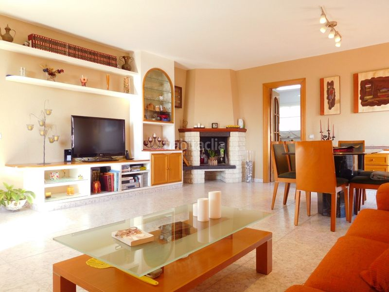 COMEDOR. House with fireplace heating parking pool in Caldes de Montbui