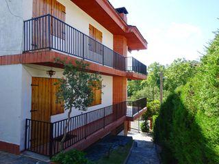 Casa  Carrer montjuic. Independiente con dos viviendas
